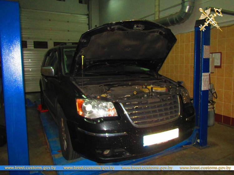 В автомобиле были тайники, но обвиняемая сказала, что не знала о них. Фото: brest.customs.gov.by