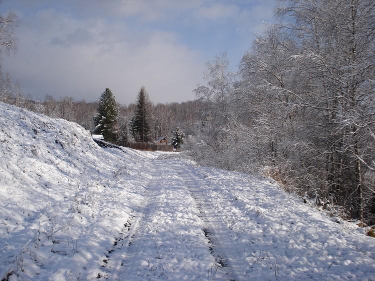 В этой картинке есть что-то пушкинское: про зиму, про дорогу, про одинокий домик
