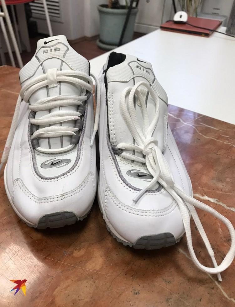 """Кроссовки """"Nike"""", которые носила певица, подойдут дамам с размером ноги 39-40."""