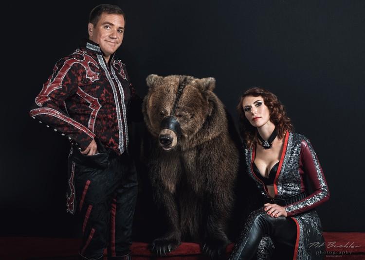 Супруги работают с медведицами вместе. Фото: Личный архив героев публикации