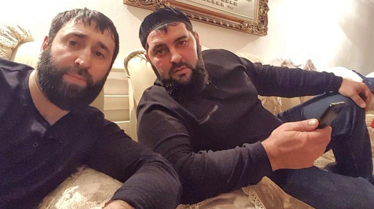 Ссору начал Увейс Бациев (слева). Он сказал Васе: «Пинками сгорим тебя с нашей земли!»