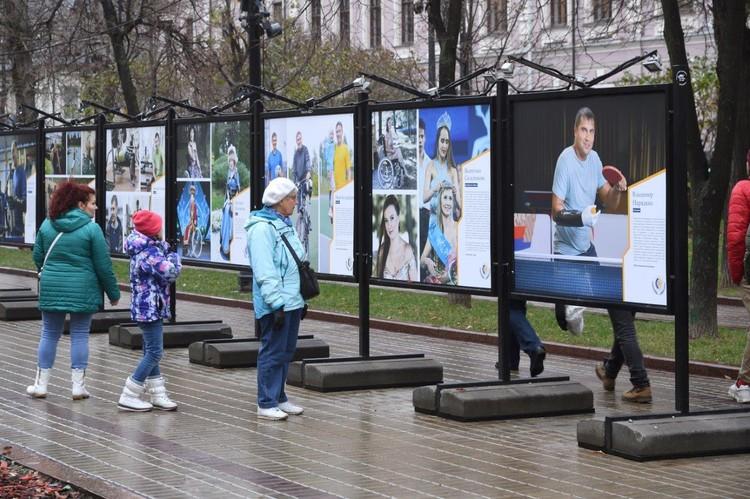 Выставка организована Фондом социального страхования (ФСС РФ), который предоставляет государственные услуги людям с инвалидностью