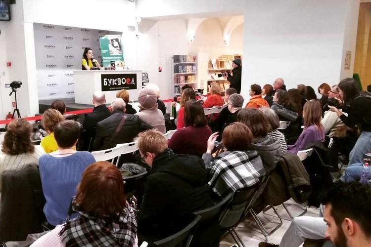 На встречу с автором издания пришли сотни людей. ФОТО: Анна РАКИТИНА