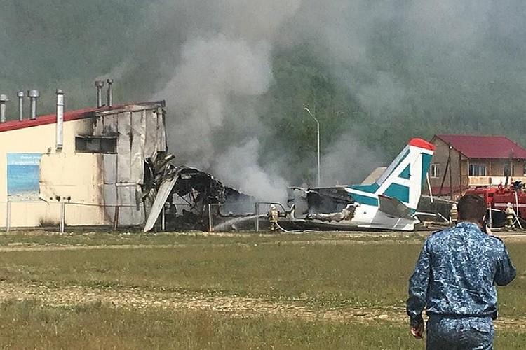 Самолет врезался в очистные сооружения.
