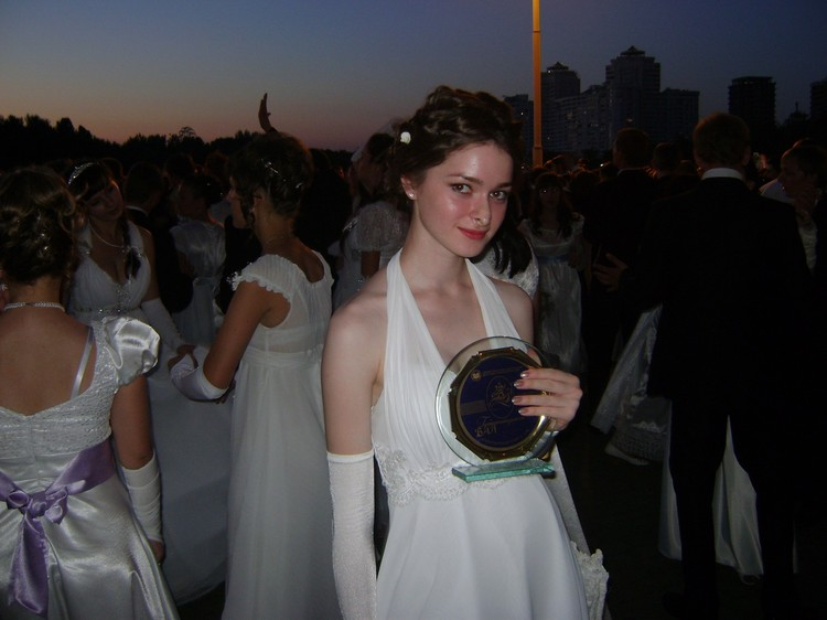 Девушка закончила институт с отличием