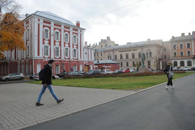 На момент убийства аспирантки Олег Соколов работал в Санкт-Петербургском государственном университете на должности доцента.