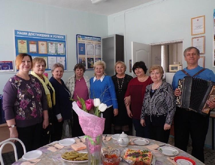 Пенсионеры - частые гости в городских школах ФОТО: волжскийактив.рф