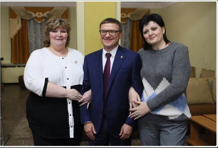 ... и встретился с одноклассниками. И одноклассницами. Фото: gubernator74.ru