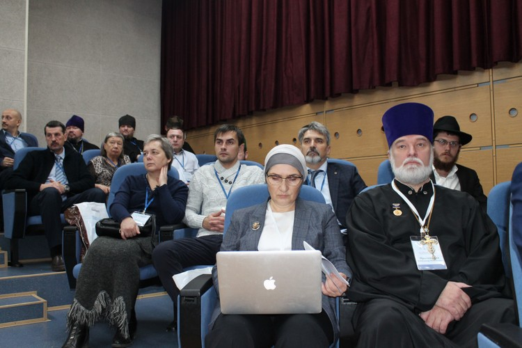 Участие в конференции приняли представители разных религий.