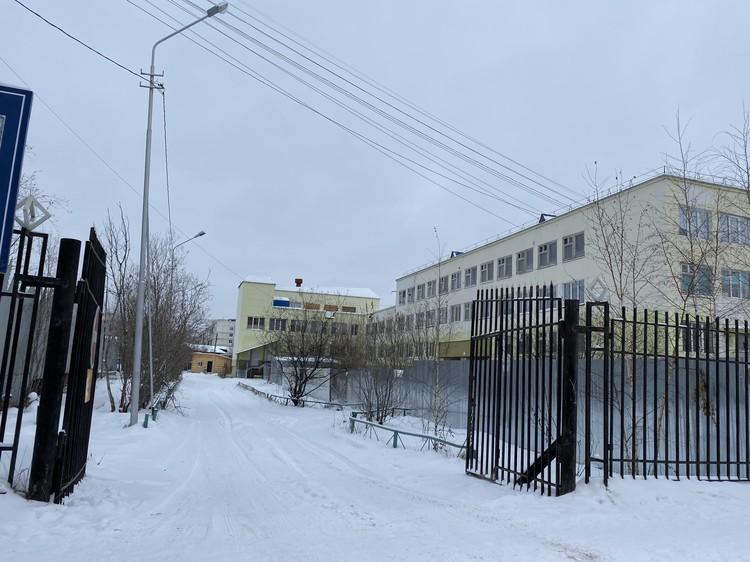 Уже полгода на территории школы №31 возводится новый корпус.