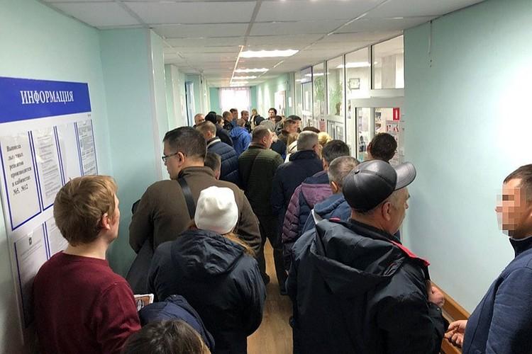 Очередь к наркологу 18 ноября в Миассе. Фото: vk.com/inzidentmiass