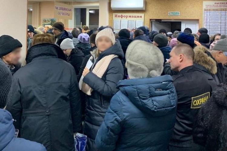 В Кузбассе выстроились огромные очереди за справками от психиатров и наркологов. ФОТО: Facebook, Мэру на заметку