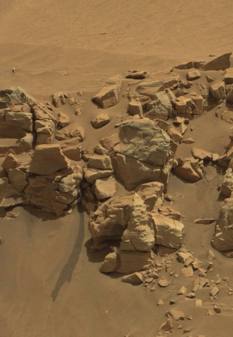 Если это не подтеки марсианской воды, то что?