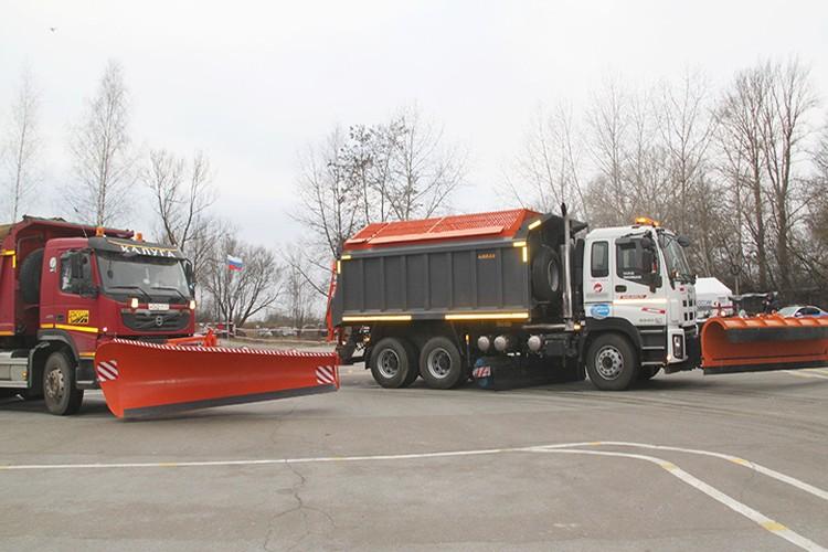 Для расчистки дорожного полотна от транспортных средств, попавших в ДТП, использовалась тяжелая инженерная техника подрядных организаций.