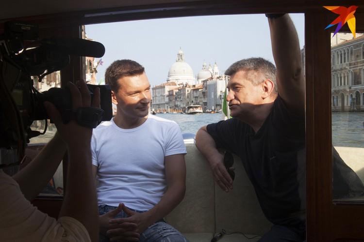 То самое интервью Олега Лукашевича с Александром Сокуровым, записанное в лодке, плывущей по Венецианской лагуне. Фото: Архив Олега Лукашевича и Александра Алексеева