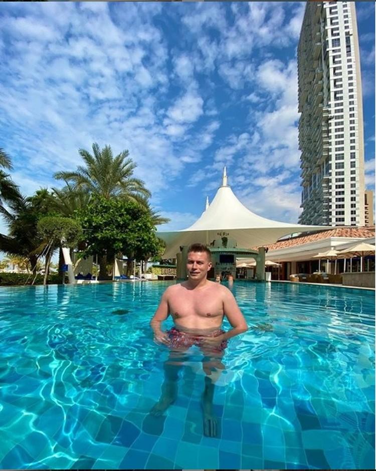 Денис Курьян радуется, что морозные дни проводит на курорте. Фото: Инстаграм