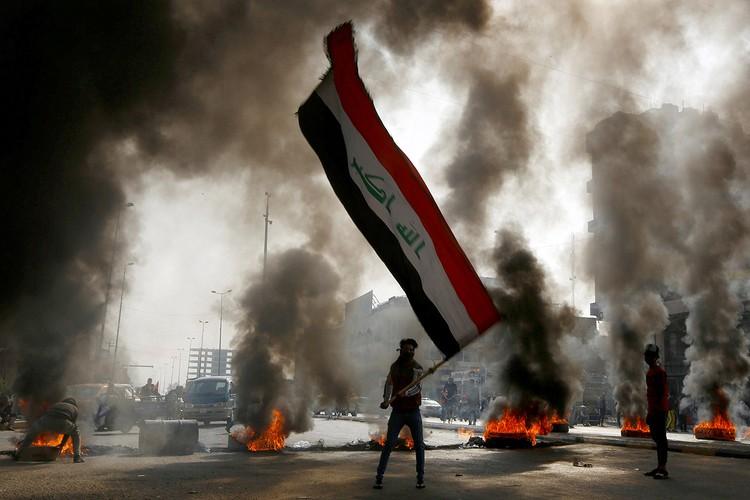 Антиправительственные баррикады в Багдаде.