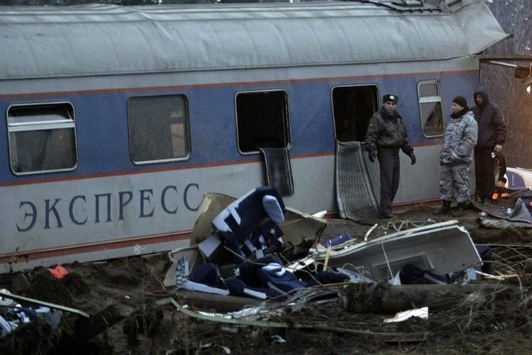 Пассажиров завалило креслами в поезде