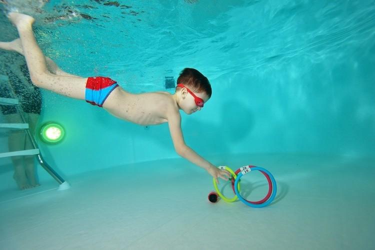 Момент занятия в бассейне.