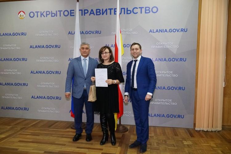 Сослан Кочиев, победитель Надежда Тобоева (проект «Семья») и Денис Богатов. Фото Залины Губуровой.