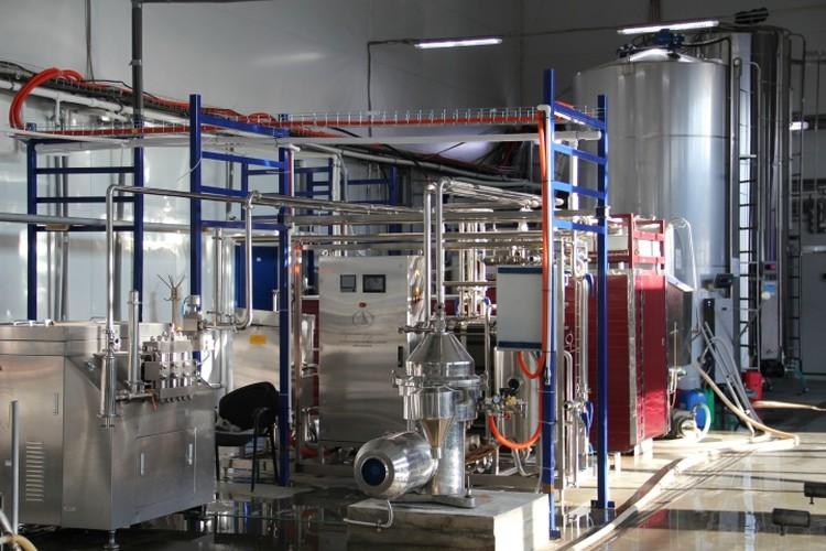 Молоко проходит через две ступени фильтрации и потом направляется на пастеризацию