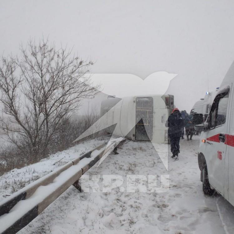 По предварительным данным, водитель не справился с управлением.