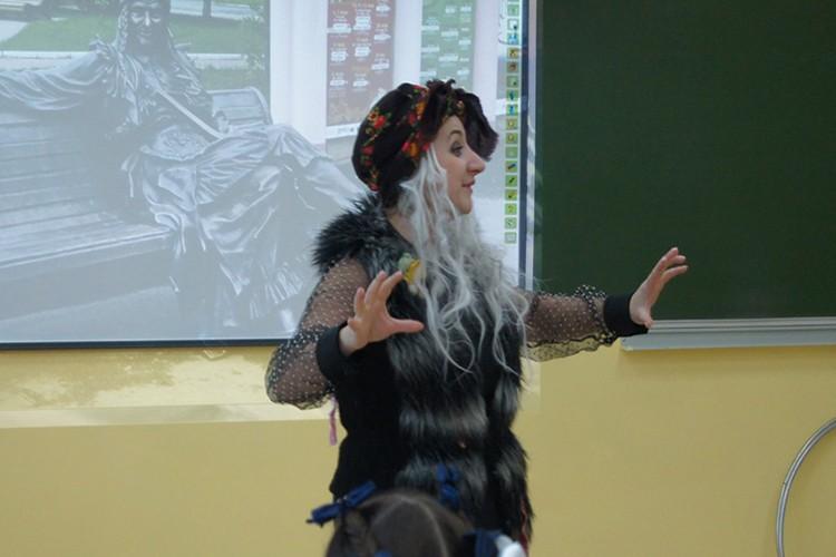 Свой творческий урок Лилия Брущенкова провела в образе Бабы-яги.