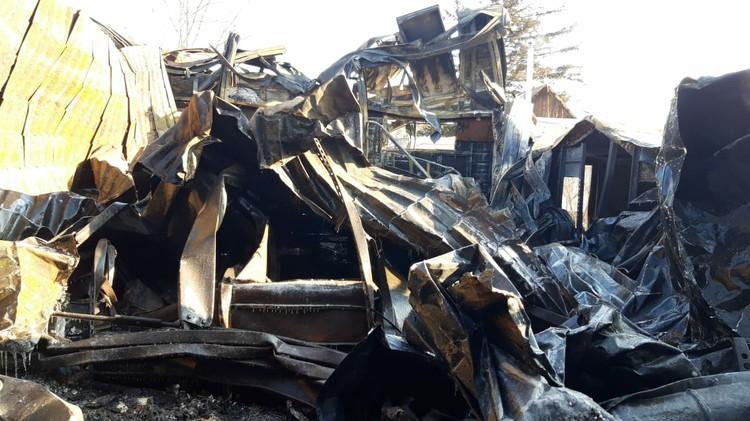 Огонь уничтожил большую часть постройки. Фото: предоставлено пострадавшими