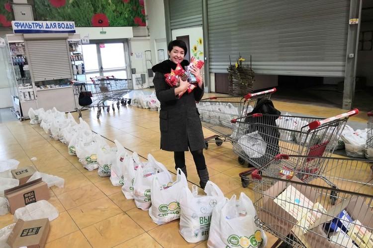 Мне тоже пришлось принять участие в покупках: 40 пакетов по 15 кг - это вам не шутки!