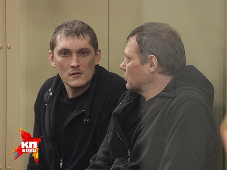 Адвокат потерпевшего Александра Исюка заявил о том, что и Владимир Алексеев (слева) должен снова сесть на скамью подсудимых