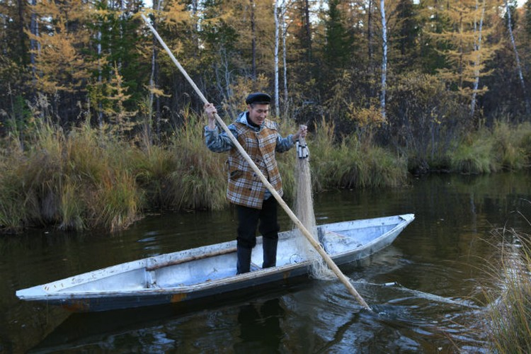 Андриян - охотник и рыболов, природа - его второй дом. Фото: Борис СЛЕПНЕВ.
