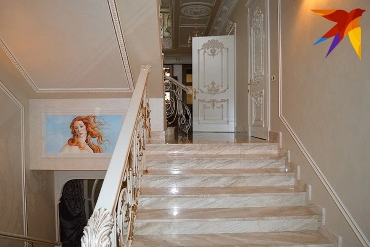 Еще фото из дворца экс-министра