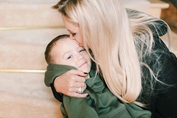 Милана с сыном Темой.