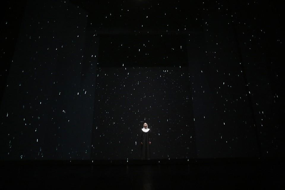 Фото: Андрей Кокшаров. Стихи, песни а-капелла, инсталляция, видеоряды - невероятная красота и магия.