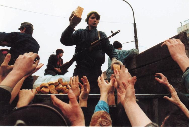 Чеченцы уезжали в села к родственникам. Воды в городе не было.