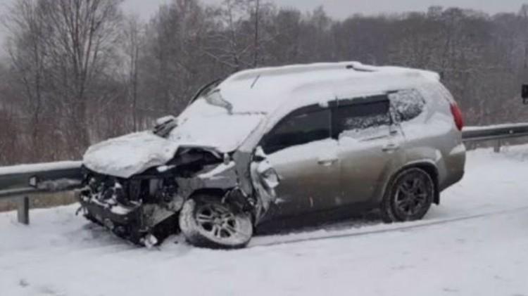Многие автомобили получили серьезные повреждения. Фото: AK_VDK