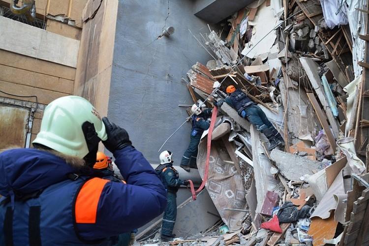 Взрыв бытового газа в жилом доме в Магнитогорске произошёл 31 декабря 2018 года. Фото: пресс-служба МЧС