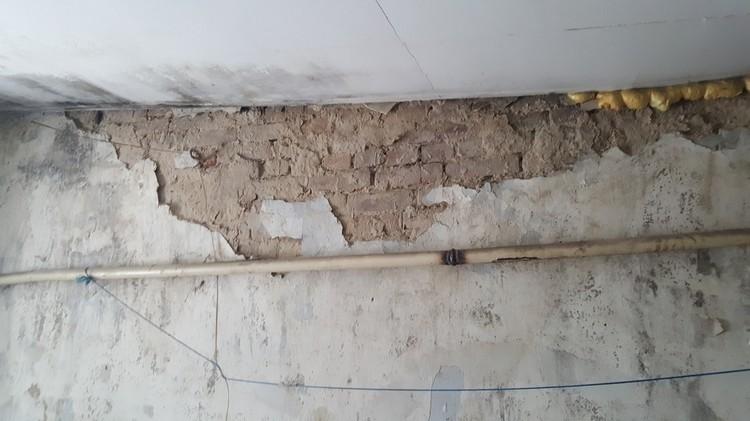 Разваливающиеся стены. Фото: Игорь Берг