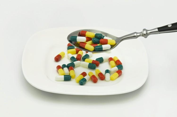 Бесконтрольный прием витаминов и БАДов - это реальная проблема.