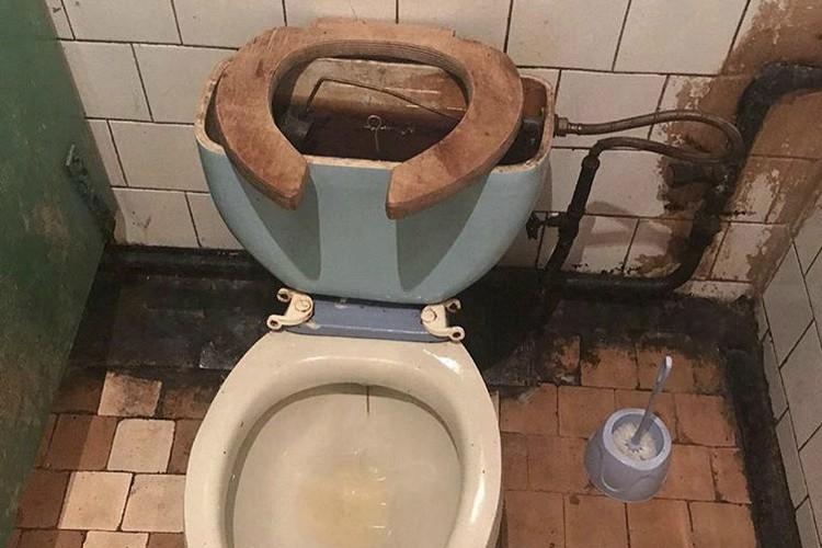 Проблемы с сантехникой в клинике не отрицают. Фото: Предоставлено Екатериной Надольской