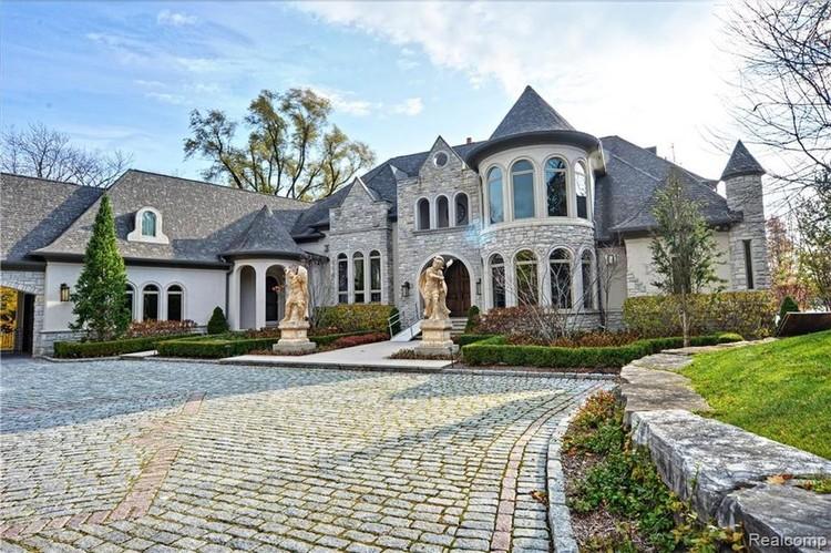 Дом из известнякового камня сделан в стиле эпохи Тюдоров. ФОТО: realtor.com