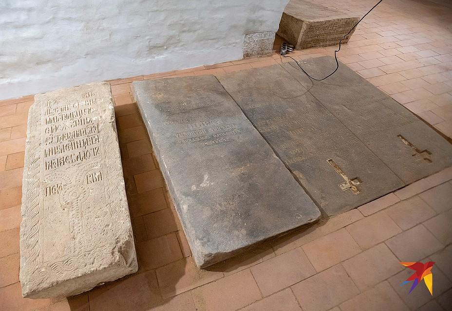 В крипте Смоленского собора будет проведена музеефикация. Но сами захоронения не потрвожены. Фото: Михаил ФРОЛОВ