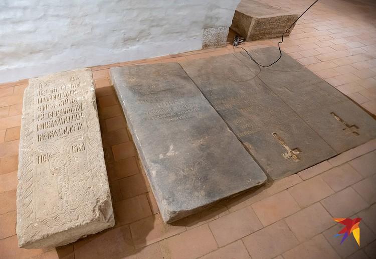 В крипте Смоленского собора будет проведена музеефикация. Но сами захоронения не потрвожены.