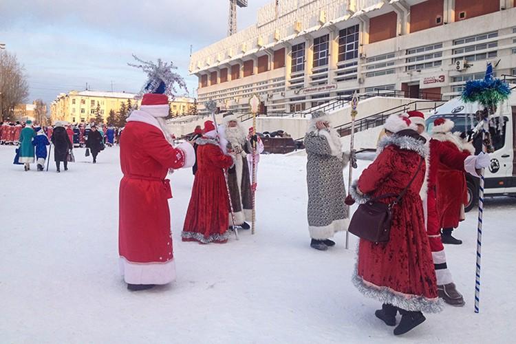 Деды Морозы собрались, чтобы установить рекорд.
