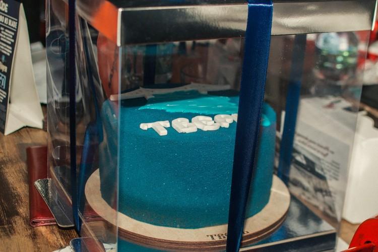 """Презентация торта """"Тверь"""" от семейной кондитерской """"Стрельниковъ"""". Фото: Денис Коротков"""