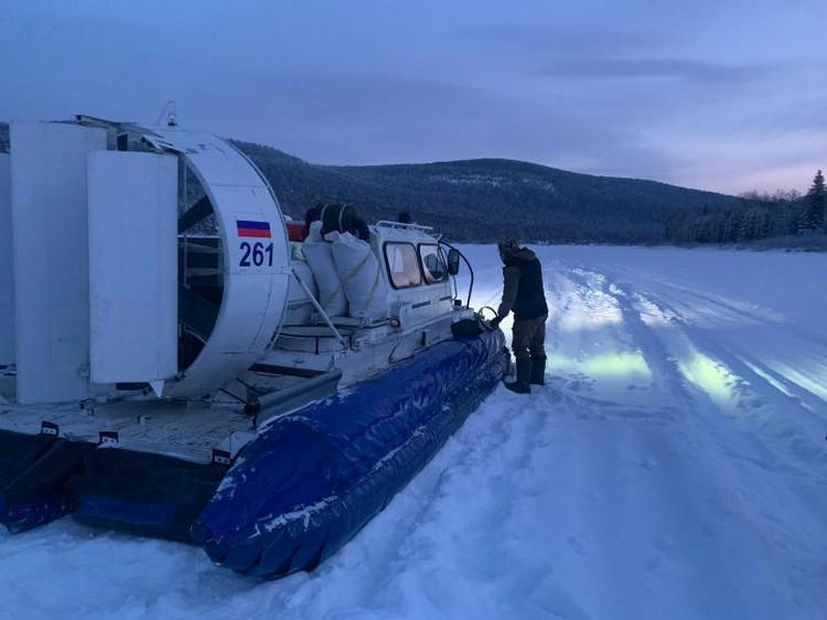 На своем хивусе глава Усть-Кута вывез двоих рыбаков. Фото: предоставлено героем публикации.