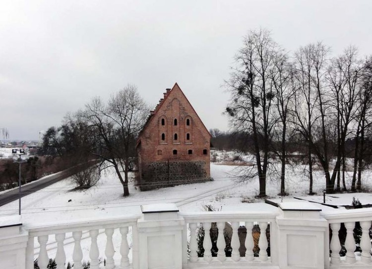 Вид от православного храма на форбург замка Пройсиш-Эйлау. Февраль 2012 г.