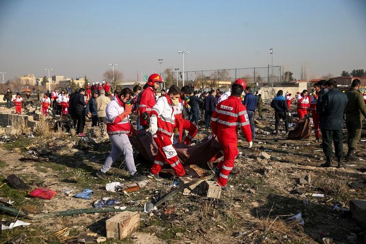 На месте падения самолета работают спецслужбы.