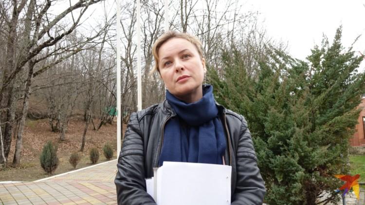 Завуч школы Ирина Крылова твердо придерживалась линии: «Лицей с 2004 года - федеральное учебное заведение, никаких отклонений от государственных учебных программ не было и быть не могло».