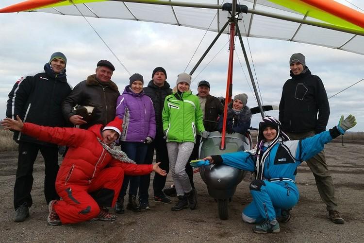К середине дня на поле пилоты провели небольшое чаепитие, а потом снова отправились в полет. Фото: vk.com/@donbass_sky-oblaka2020